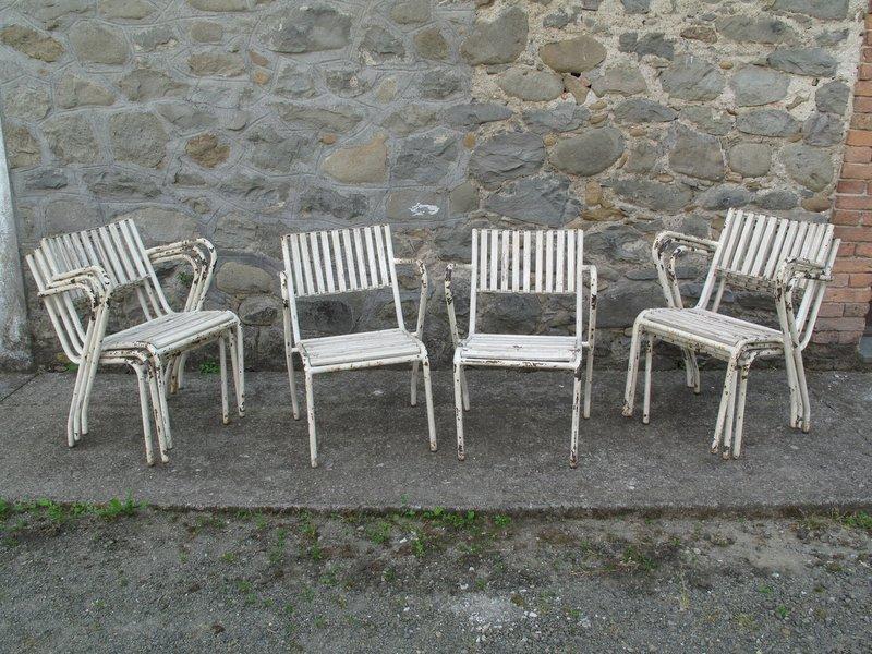 otto sedie da giardino