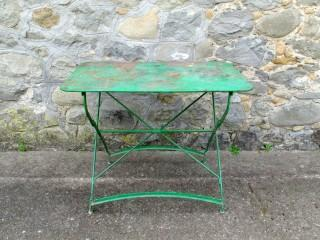 GREEN FOLDING TABLE