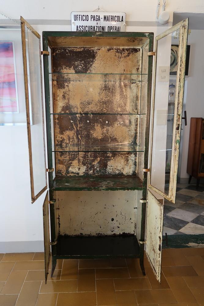 vetrina ferro verde