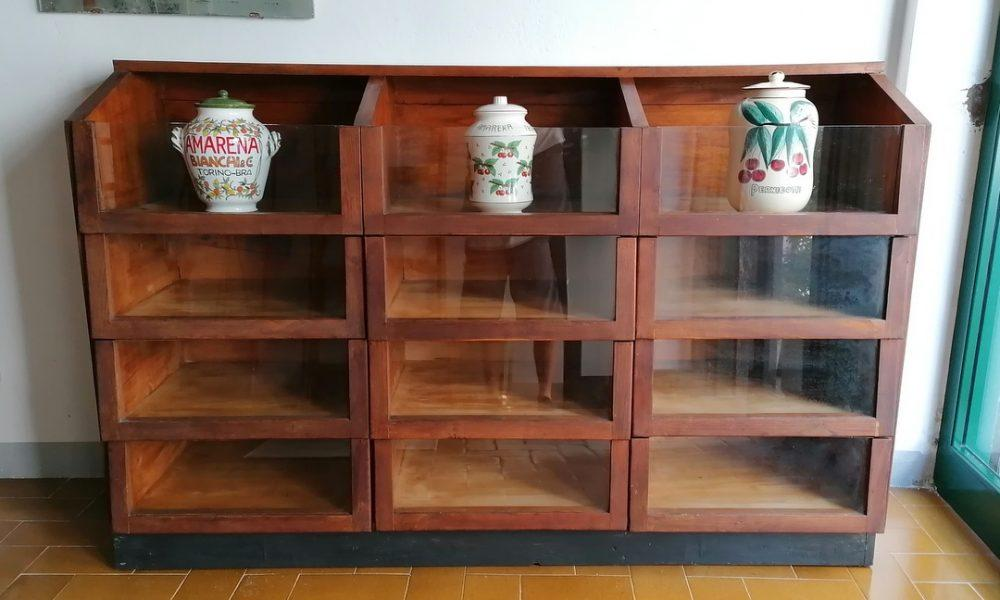 GROCERY STORE DISPLAY CABINET